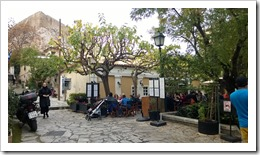 Little bar at the foot of the Akropolis. Magnificent! (click for larger photo)