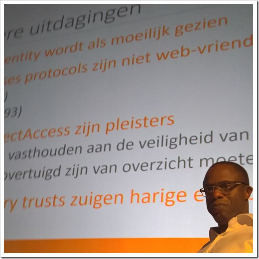 Raymond explaining in Dutch why and how we did things (click for larger photo, by WMUG)