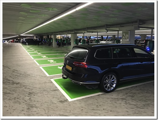 "Charging points as far as the eye can see at P+R ""De Uithof"" (click for larrger photo)"