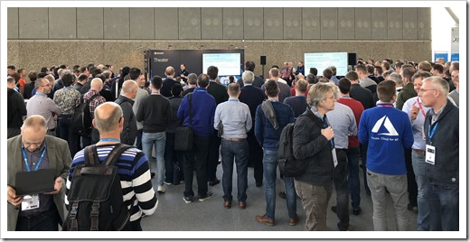 Quite a crowd for the theater session (picture by Michel de Rooij)